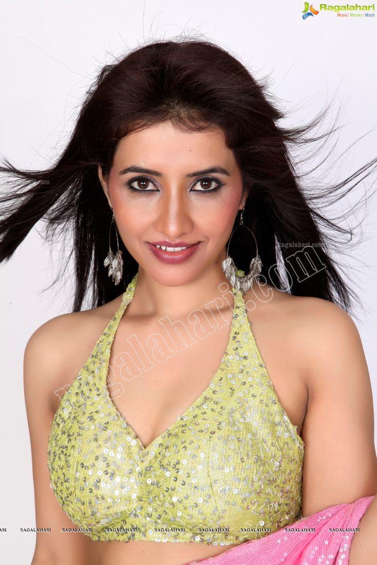 Gorgeous Indian Girl Niir Arora in Midriff Saree - Ragalahari Exclusive Studio Shoot - Image 4