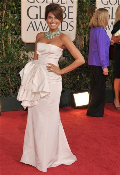 """love the whit gown with turquoise necklace!awbEva MendesYear: 2009Fashion verdict: Award winningThe """"Training Day"""" actress looked simply flawless in a white strapless Dior gown with a bustle at the 2009 Golden Globes. Eva topped off her elegant look with a vintage turquoise Van Cleef & Arpels statement necklace, plus neutral makeup and a messy updo. Gorgeous!RELATED: Stars with beauty marks"""