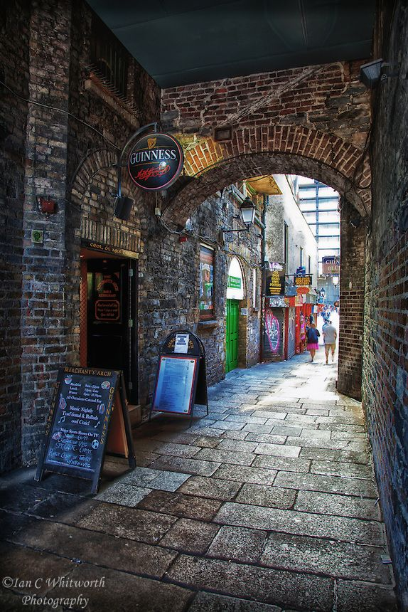 Merchant's Arch, Temple Bar - Live Irish music with pints of Guinness and glasses of Jameson Irish whiskey!