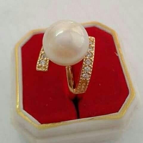 Cincin mutiara lombok Pesan Add Bbm : D6AB777F Sms/ tlp. : As 082337322501/ IM3 085785304765 Wa. : Tri 08990127841 NB: Bila anda ragu jangan membeli dulu. Cek dulu resi dan testnominalnya Bu #mutiara#mutiaralombok#mutiaralaut#mutiaratawar#fashion#perhiasan#rhodium#elegant#allstyle#wisata#senggigi#oleholehlombok#emas#kadoistimewa#wedding#gelang#cincin#alam#natural#pearl#gold#silver#sekarbela#