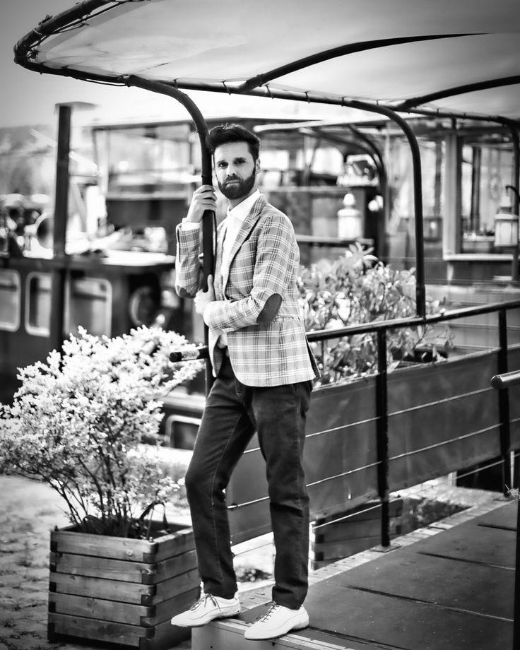 On Hemingway's steps in Paris - Oscar PutrinoOscar Putrino