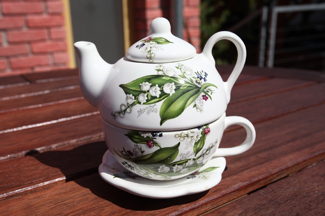 Set of teapot and cup with saucer small - lidded teapot with cup and saucer perfect for your tea time.
