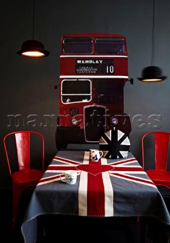 Double Decker bus wall sticker Jeeves and Wooster lights by Jake Phipps Original Xavier Pauchard Fre