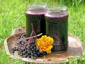 To kolejny, sprawdzony przepis na zdrowy sok z czarnego bzu :) Tym razem wzbogacony o smak i aromat orzeźwiającej mięty z własnego ogródka - mniam! Przepis na sok z czarnego bzu i mięty.