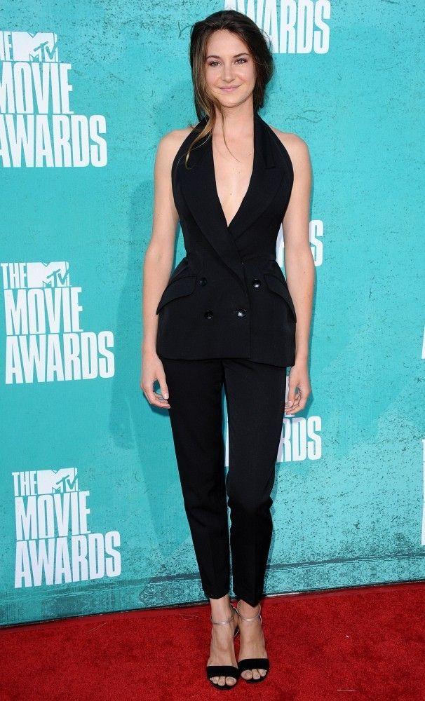 Shailene Woodley Photos - The MTV Movie Awards 2012 - Arrivals.Gibson Amphitheatre, Universal City, CA. - MTV Movie Awards 2012 - Arrivals