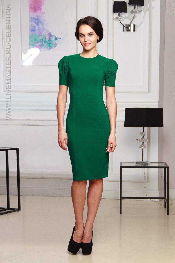 Купить короткое зеленое повседневное платье футляр недорого можно в нашем интернет-магазине! Цена товара: {min_price} рублей!…