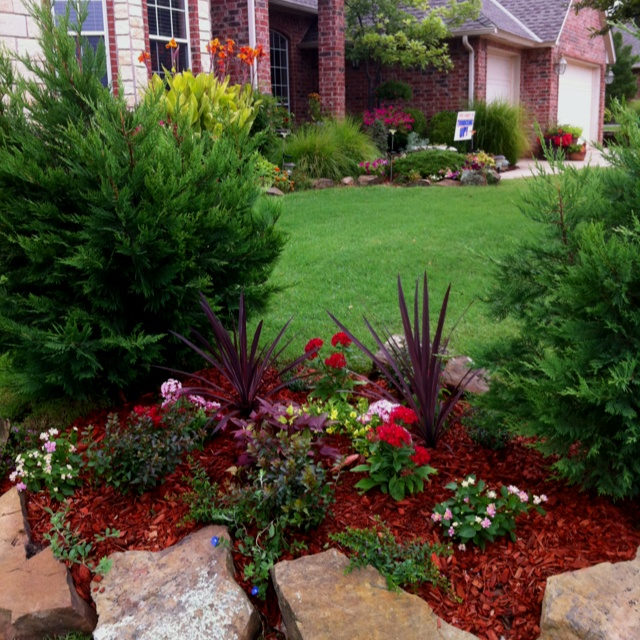 New flowerbed on property line of my front yard tdb landscaping ideas pinterest gardens - Garden ideas along fence line ...