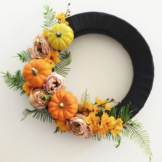 Something sweet and not so spooky to welcome Trick or Treaters on Halloween! A sophisticated take on Halloween decor.