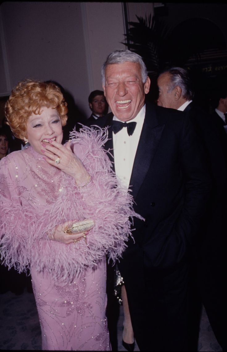 1980: Smiling alongside her husband Gary Morton, wearing a delightfully feathery gown.