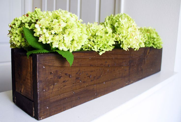 jenwoodhouse.com version of Rustic Planter Box you can make using Shanty2Chic's DIY http://www.shanty-2-chic.com/2012/01/diy-planter-box-centerpiece.html