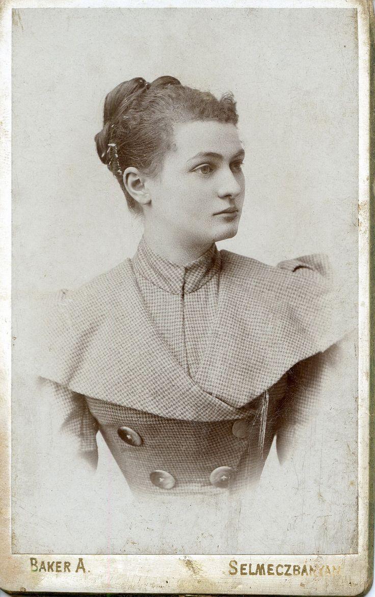 https://flic.kr/p/q1nzFq | Hölgy pepitában | Lady in houndstooth dress CDV, c. 1890 Photographer/Fényképész: Baker Alajos Selmecbánya/Schemnitz  (now Banská Štiavnica, Slovakia) Other studio: Szliács-fürdő (now Sliač, Slovakia) Hungary Activity/Működése: c. 1870 - c. 1910.