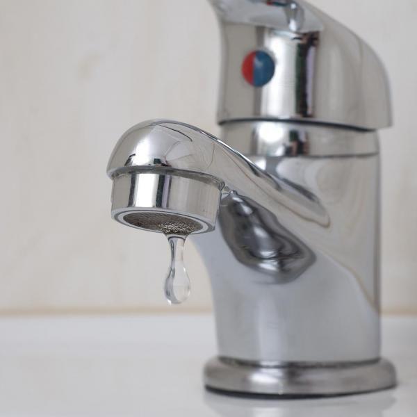 10 modi di usare l'aceto come detergente ecologico per la casa. Sappiamo tutti che pulire la casa è un compito difficile e noioso, in particolare quando si tratta della pulizia della cucina o del bagno. Ecco perché è necessario utilizzare i detergenti adeguati per...