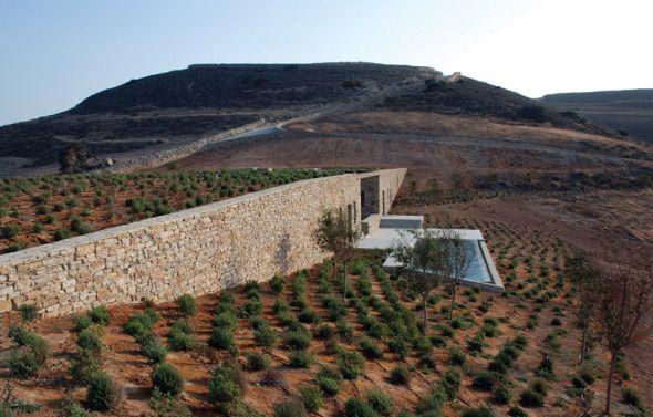 El turismo es un factor económico importante para Grecia. Según los datos del Ministerio de Relaciones Exteriores, el país ha recibido en los últimos dos años alrededor de 17,5 millones de turistas.