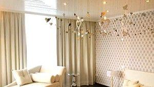 Van der Valk Leusden-Amersfoort De White & Bright Themakamer is een luxues, sfeervol ingerichte (bruids)suite en van alle gemakken voorzien. Geniet van een rond bed, lovelamp, chaise longue, flatscreen-TV, kluisje, gevulde minibar, gratis koffie- en theefaciliteiten, apart toilet en een luxe badkamer met bubbelbad en heerlijke rainshower. U beschikt over een balkon met zitje (geen prive balkon). Daarnaast ontvangt u een welkomstdrankje op uw kamer.