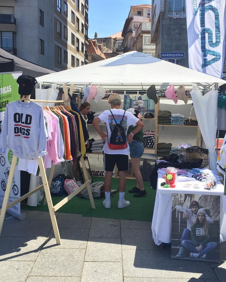 O MARISQUIÑO  www.olddogs.es  . Tenemos una tienda de Old Dogs en @omarisquino desde el viernes al domingo. Horario 12:00-22:00h. Venid a vernos  #olddogs #omarisquiño #surf #skate #bmx #hiphop #rap #galicia #vigo