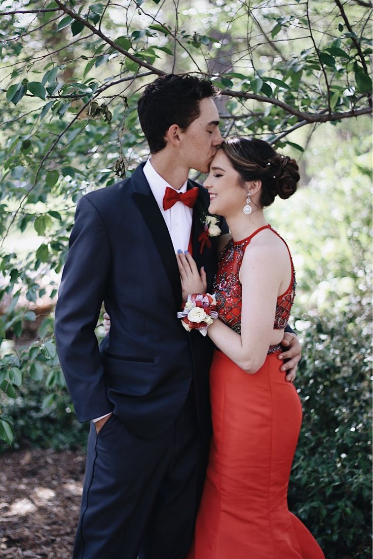 Instagram: makayla2watkins / couple prom picture / LOVE / PROM