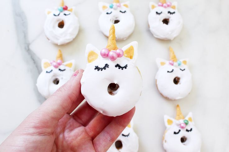 Mini Donuts backen: Rezept für süße Einhorn Donuts!