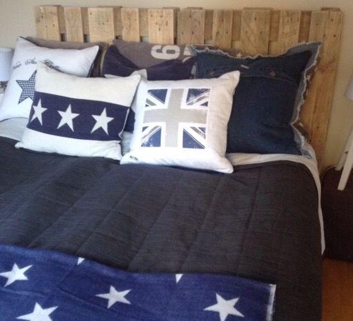 Kuddar lastpallar lantligt sovrum
