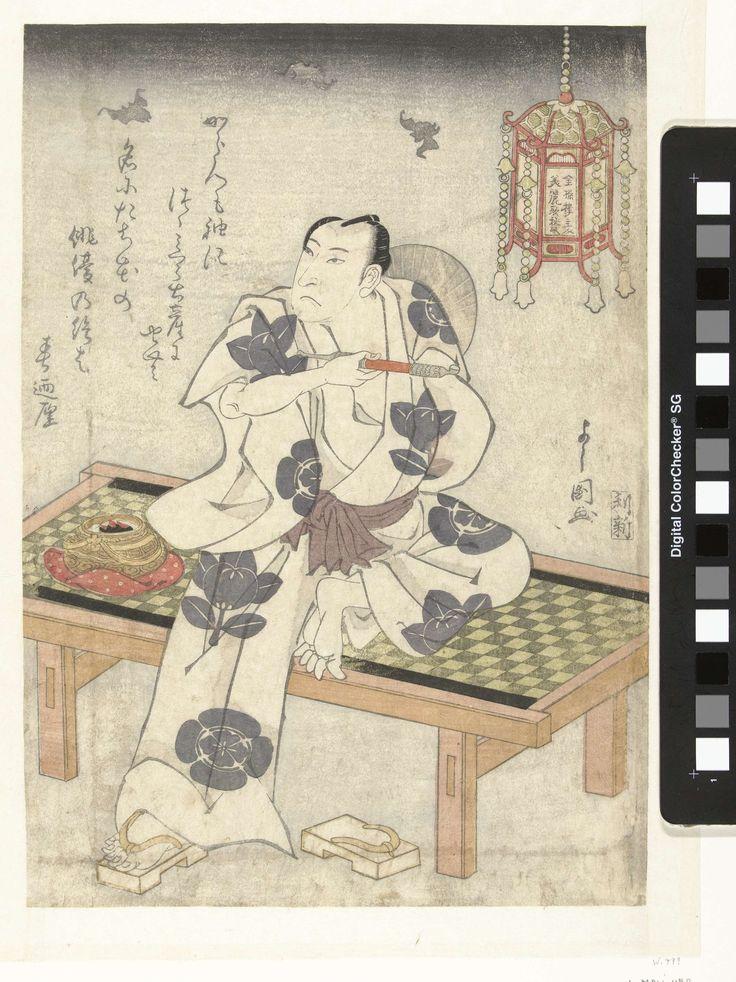 Toyokawa Yoshikuni   Arashi Rikan in de schemering, Toyokawa Yoshikuni, Kinkitsuro shujin, Toshikuraya Shinbei, 1821   De acteur Arashi Rikan II, met pijp in rechter hand, zittend op bankje, bij hangende lantaarn; vleermuizen op de achtergrond. Linksboven een gedicht.
