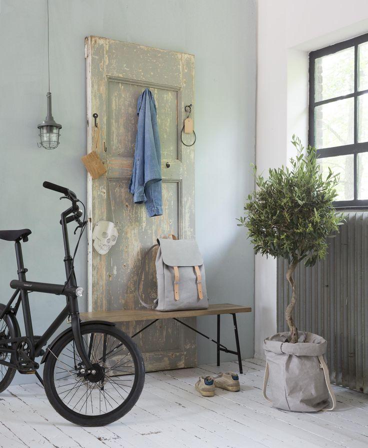 Old door, new coat rack | Styling Leonie Mooren | Photographer Anouk de Kleermaeker | vtwonen August 2015