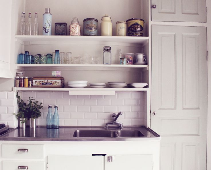 Shelfs instead of cupboards with plates, glasses and jars on display. Is my new black...
