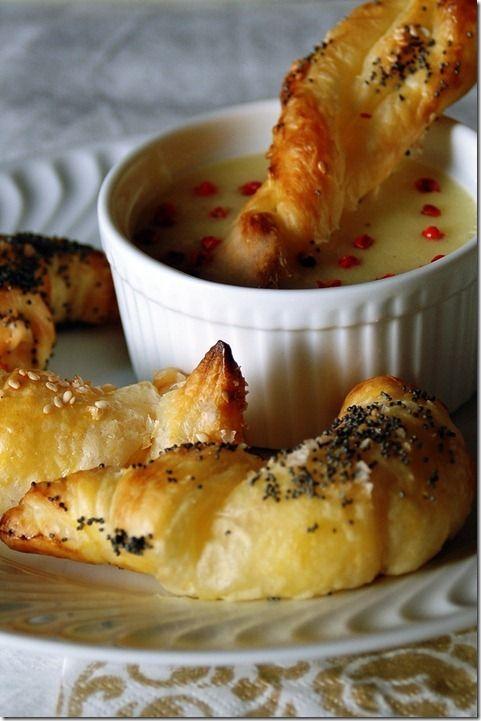 mazzancolle in crosta di sfoglia e vellutata di patate e bacche rosa
