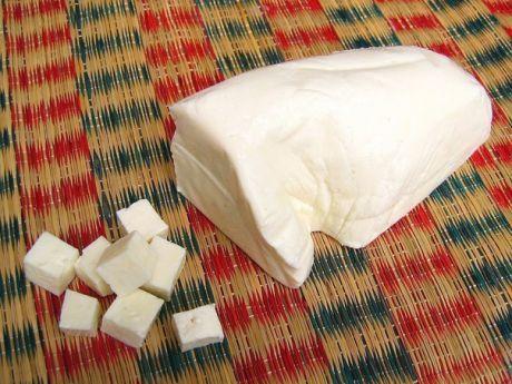 Панир (домашний сыр) Раньше всегда покупала адыгейский сыр для рецептов, где упоминался панир (домашний сыр). Недавно решилась сама его приготовить и могу сказать, что не пожалела :) Выявила для себя несколько преимуществ: Показать полностью…