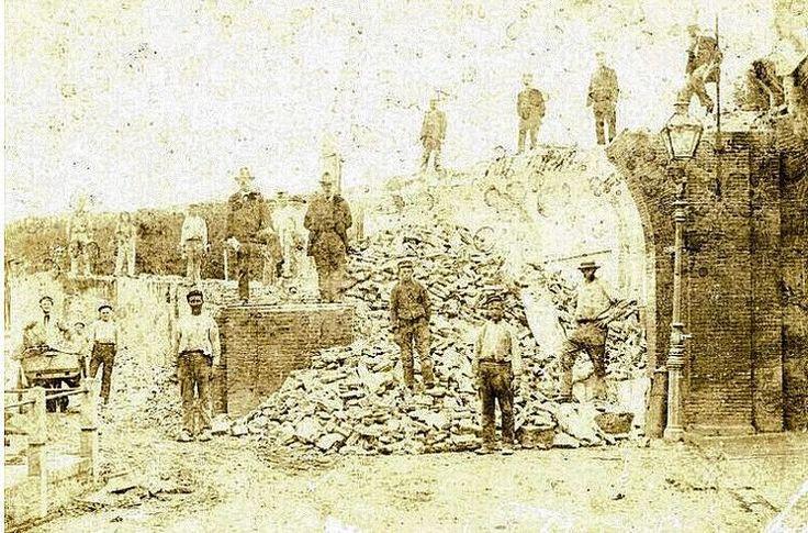 Brielle: De sloop van de Zuidpoort in 1900