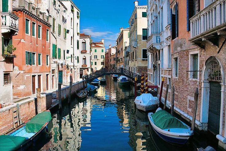 Wenecja to nie tylko Canale Grande, ale także dziesiątki kanałów w mniej zatłoczonych dzielnicach. Polecami Il Getto