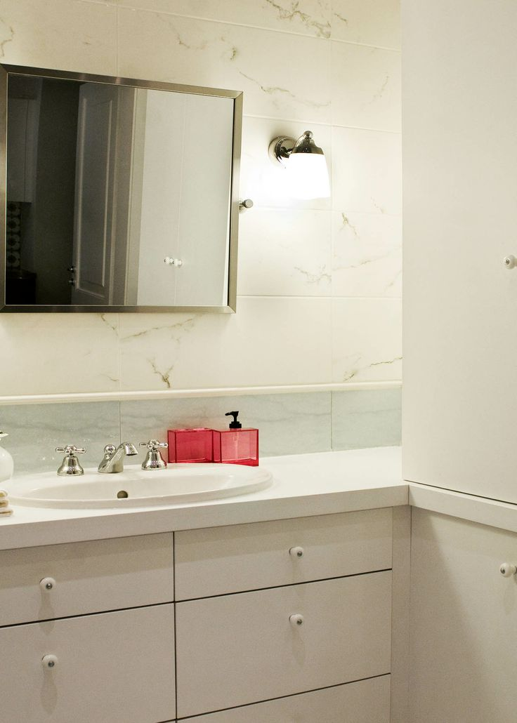 The large bathroom in a 100 square meter Budapest luxury apartment rental. Owned by Beck Real Estate.
