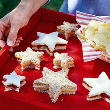 Use Cortadores de Cookies. Ficam bacanas até para um kit Escolar!
