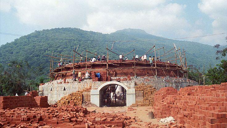 A Labor of Love: The Dhyanalinga Dome - The Isha Blog