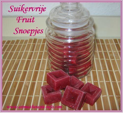 Deze suikervrije fruitsnoepjes lijken een beetje op wijngums of gummiebeertjes maar zijn stukken gezonder en snel gemaakt.