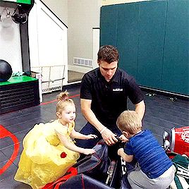 Parise  and his kids unloading his hockey bag