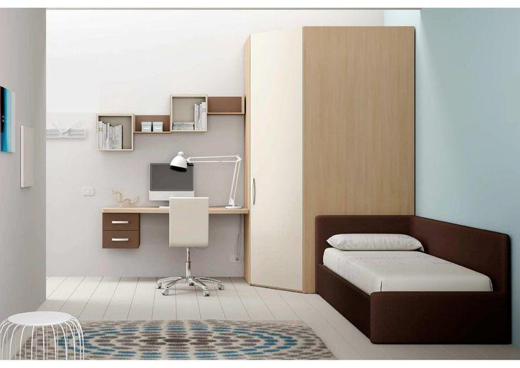Cameretta completa di cabina armadio ad angolo, divano letto imbottito, mensole sagomate con cubetti inseriti, cassettiera e scrivania sospese. Finiture e laccature a scelta nei colori di serie.