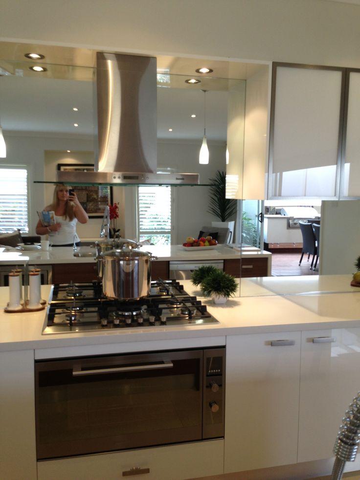Best 25 mirror splashback ideas on pinterest for Splashback kitchen designs