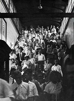 1935 Hauptverkehrszeit in einem Berliner S-Bahnhof