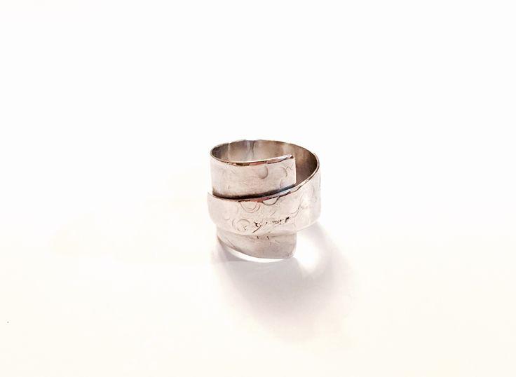 Anillo de plata, texturado | Ale Tapia | Patagonia • Chile.