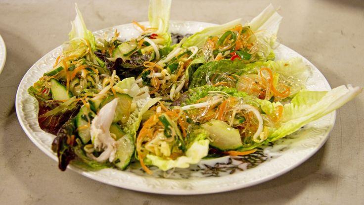 Vietnamesisk kyllingsalat med glassnudler