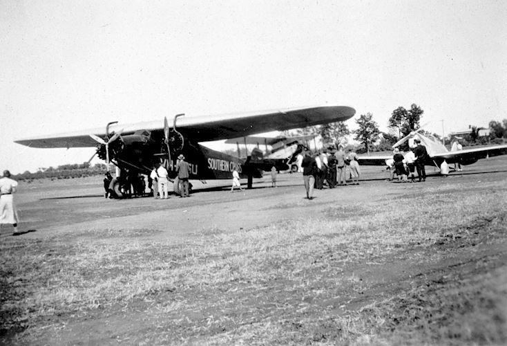 The 'Southern Cross' at Mildura c1933