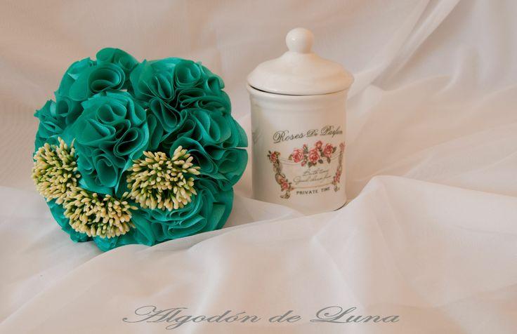 Ramo de novia con flores de tela en verdes y amarillos , colorido elegante,únicos y simplemente perfectos para recordar vuestro día por siempre jamás. con tallo visto Algodondeluna@gmai... o 606619349