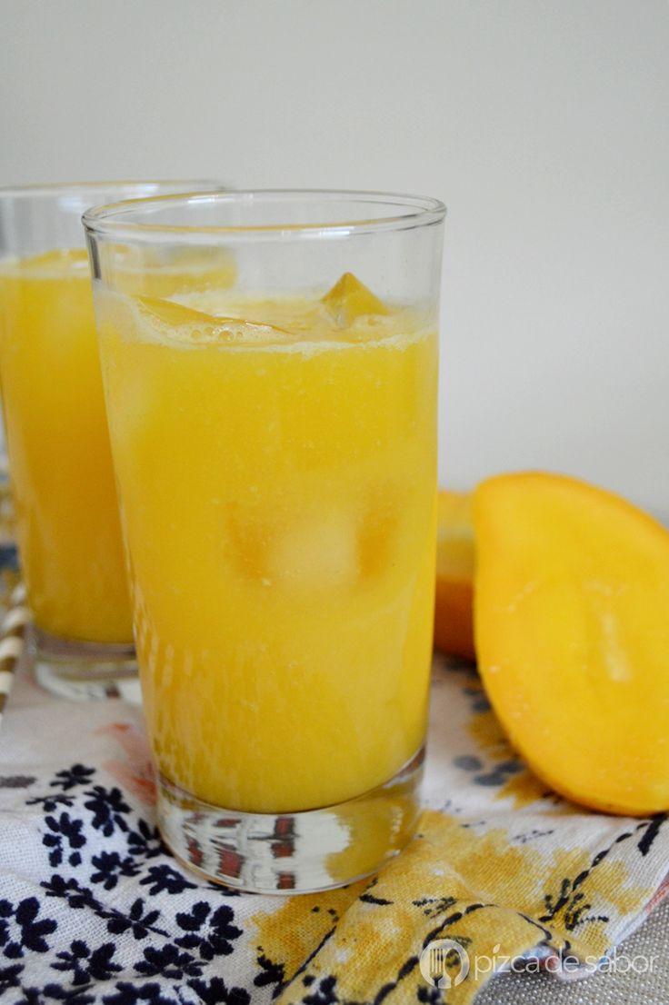 Aprende a preparar una deliciosa agua de mango en minutos. Queda muy rica y es perfecta para refrescarte en los días de calor o para aprovechar los mangos.