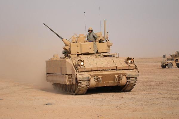 m2-m3-bradley-fighting-vehicle-01
