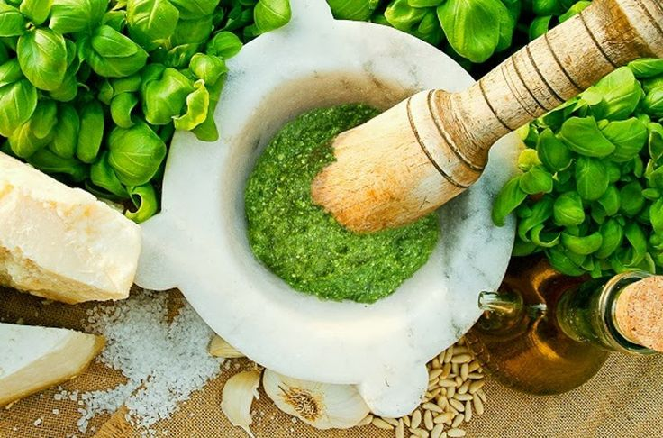 Homemade Pesto : Original recipe from Genova |  Pesto is a sauce cold, synonym and symbol of Genoa and the whole Liguria, which for several decades is one of the most well-known and widespread sauces in the world. The first traces of pesto we find even in 800 and since then, the recipe has always remained the same, at least in home preparation. To do the real pesto sauce takes a marble mortar and a wooden pestle ... and a lot of patience.