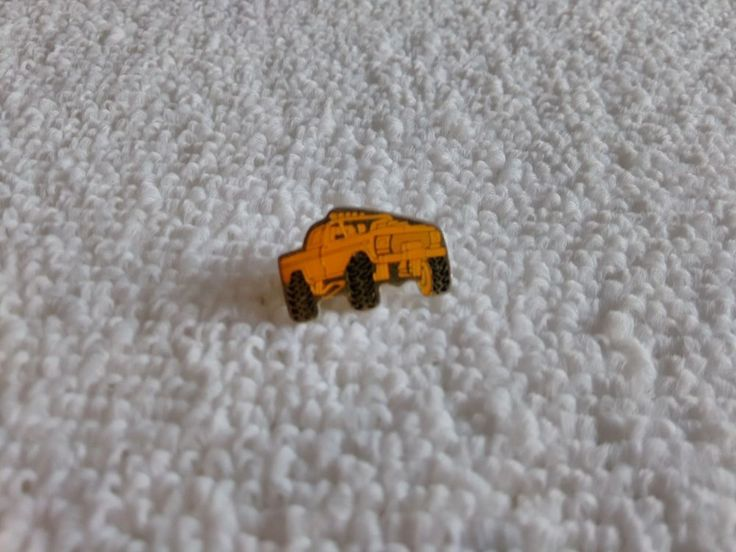 Vintage U.S. Ford 4x4 Offroad 1970's pin badge