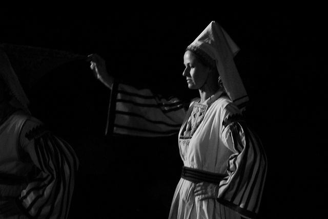 www.villsethnoatlas.wordpress.com (Grecy, Greeks) Greek traditional dance (54) by Thalia Nouarou, via Flickr