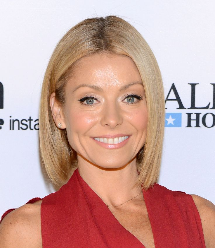 Kelly Ripa attends Amazon Studios Premiere Screening for ' Alpha House' on November 11, 2013 in New York City. Description from gettyimages.com. I searched for this on bing.com/images