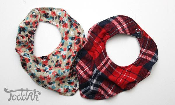 DIY Scarf Bib WHAT!!! Holy cow I neeeeeed these!