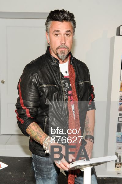 65 best images about tv eyecandy on pinterest chris nunez richard rawlings and discovery channel. Black Bedroom Furniture Sets. Home Design Ideas
