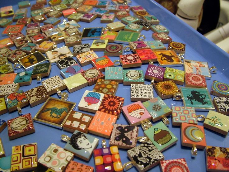 Tutorial on making resin jewelry with scrabble pieces